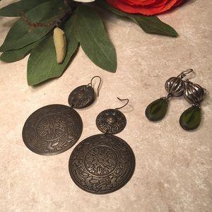 Bundle 2 pairs of dangle earrings